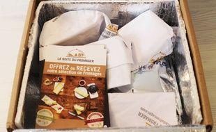 Les fromages sont distribués dans une box avec des fiches explicatives.