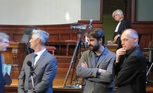 Fabrice Arfi au centre de la photo, travaille à Médiapart depuis 2008.