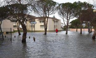 La tempête, qui a frappé la France le 27 février 2010, a provoqué des inondations. A Andernos, en Gironde, les habitants sont les pieds dans l'eau.