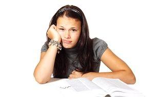 Une lycéenne fatiguée.