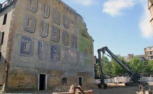 Le mur Dubonnet, place Sainte-Anne, à Rennes, a été démoli en 2014.