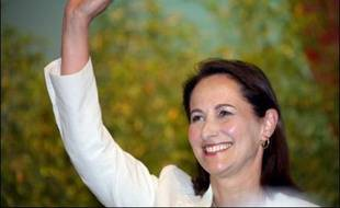 """Le débat sur l'""""identité nationale"""", thème que se disputent Nicolas Sarkozy et Ségolène Royal, continuait dimanche de rythmer la campagne présidentielle."""