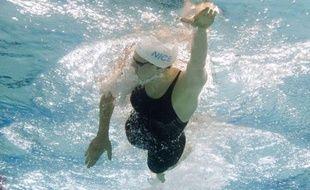 Camille Muffat, championne olympique du 400 m nage libre, a été sacrée championne de France de la distance en 4 min 04 sec 16/100, décrochant par la même occasion son billet pour les Mondiaux de Barcelonne (28 juillet-4 août), mardi à Rennes.