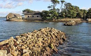 L'île de Berder s'étend sur 23 hectares en plein cœur du golfe du Morbihan.