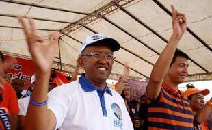 Les Malgaches ont commencé à voter vendredi pour le second tour de l'élection présidentielle et des législatives qui doivent permettre de sortir le pays de la grave crise dans laquelle il est plongé depuis le renversement du président Marc Ravalomanana par Andry Rajoelina en 2009.