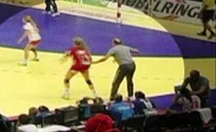 L'entraîneur serbe pris en flagrant délit de triche, le 5 décembre 2012 en Serbie.