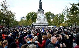 Des milliers de personnes réunies place de la République.