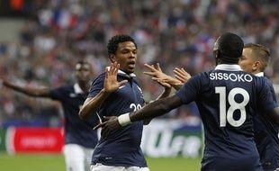 Loîc Rémy félicité par Moussa Sissoko, le 4 septembre 2014 au Stade de France.