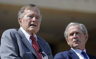 Charlottesville: George Bush père et fils appellent à rejeter «le racisme, l'antisémitisme et la haine»