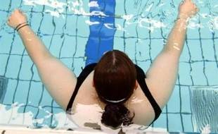 """En France un adulte sur deux est en surcharge pondérale. 16,9% sont obèses et 32,4% en surpoids. """"Les femmes sont plus touchées car elles sont plus pauvres"""", selon Mme Boyer, qui a souligné que le surpoids et l'obésité coûtaient à l'assurance maladie entre 10 et 15 milliards d'euros."""