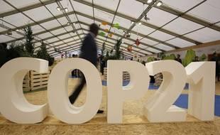 Le logo Cop21 dans un hall de la conférence au Bourget en région parisienne. Le 1er décembre 2015