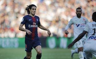 Edinson Cavani est titulaire avec le PSG contre Amiens