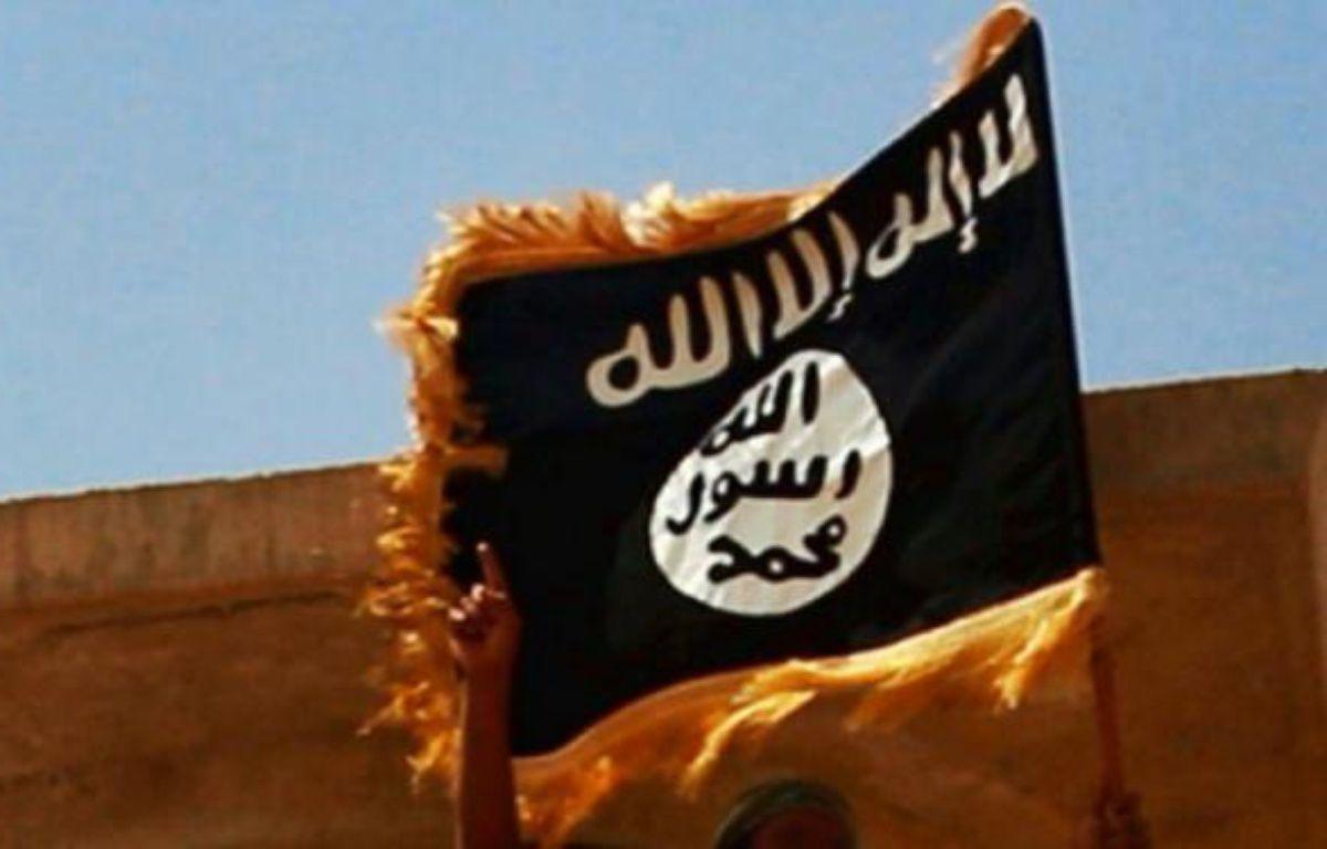 Le drapeau du groupe Etat islamique – - WELAYAT SALAHUDDIN