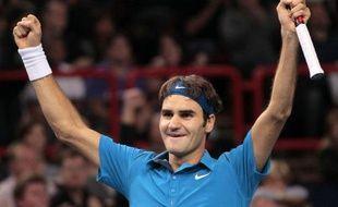 Le Suisse Roger Federer a remporté pour la première fois le tournoi de Paris-Bercy en battant le Français Jo-Wilfried Tsonga en deux sets 6-1, 7-6 (7/3) en finale dimanche.