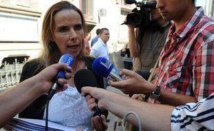 Nadine Hourmant, déléguée FO chez le volailler Doux, répond aux médias, le 19 juillet 2013 à Quimper.