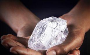 «Lesedi La Rona», «Notre lumière» dans la langue du Botswana, est un diamant de 1.109 carats et de la taille d'une balle de tennis.