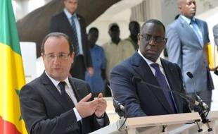 """A la tribune du Parlement sénégalais, le président français François Hollande a solennellement proclamé vendredi la fin de la Françafrique, sa foi en l'avenir du continent noir, de son économie et de sa jeunesse et sa volonté d'entretenir avec lui une relation """"sincère""""."""