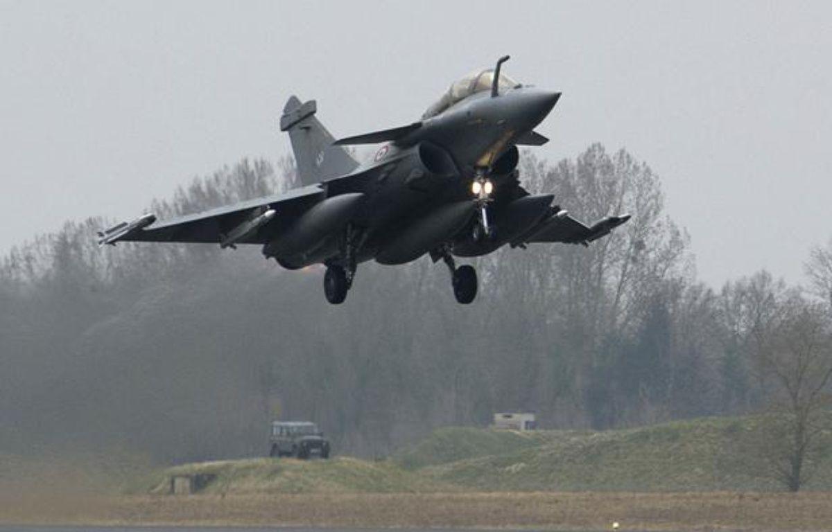 Un avion de combat français Rafale décolle de la base de Saint-Dizier le 19 mars 2011. – REUTERS/Ho New