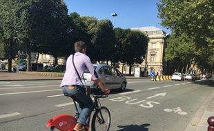 Lille, le 8 septembre 2016 - Un cycliste sur le boulevard de la liberte, a Lille