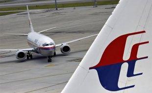 La compagnie aérienne malaisienne Malaysia Airlines va commander 55 avions mono-couloirs au constructeur américain Boeing d'une valeur de 3 milliards de dollars, alors qu'Airbus était également sur les rangs, a rapporté lundi la presse malaisienne.