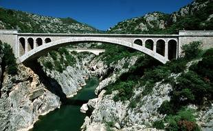 Un homme de 21 ans est mort après avoir sauté du pont du Diable.