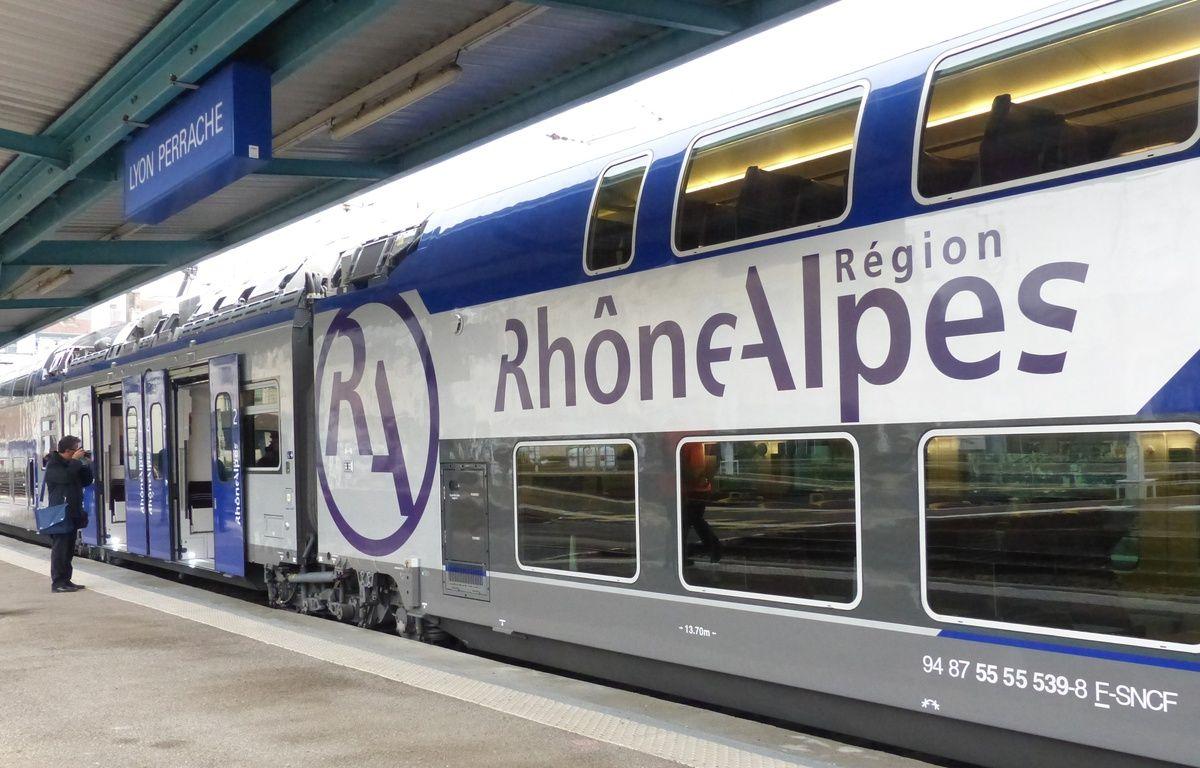 Lyon, le 19 novembre 2014. La première rame TER Regio2N vient d'être livrée en Rhône-Alpes. D'ici à mi-2016, 40 rames de ce type, conçues par Bombardier Transport, doivent être déployées sur le réseau ferroviaire Rhônalpin sur les lignes les plus fréquentées. – Elisa Riberry / 20 Minutes