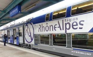 Lyon, le 19 novembre 2014. La première rame TER Regio2N vient d'être livrée en Rhône-Alpes. D'ici à mi-2016, 40 rames de ce type, conçues par Bombardier Transport, doivent être déployées sur le réseau ferroviaire Rhônalpin sur les lignes les plus fréquentées.