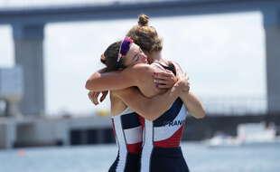 Laura Tarantola et Claire Bové, heureuses comme des gamines sur le podium.