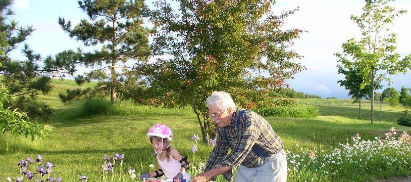 Les grands-parents ont parfois décidé de prendre en vacances leurs petits-enfants malgré le Covid-19.