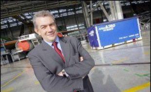 La maison mère d'Airbus, EADS, compte accepter la démission du PDG de l'avionneur européen, Christian Streiff, qui serait remplacé par le co-président français d'EADS Louis Gallois, a indiqué lundi à l'AFP une source proche du dossier.