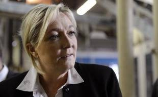 """La présidente du Front national Marine Le Pen a estimé lundi qu'une éventuelle suppression de la demi-part fiscale pour les parents d'étudiants constituerait un """"grave recul""""."""