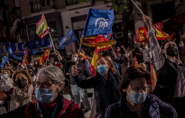 648x415 des partisans du parti populaire fetent devant le siege du parti la victoire d isabel diaz ayuso a