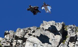 Saut en wingsuit, ici des hauteurs de Chamonix. Illustration.