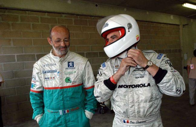 Henri Pescarolo et François Fillon, le 25 juillet 2004 sur le circuit de la Sarthe.