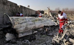 Sur les lieux du crash du Boeing ukrainien, près de Téhéran, mercredi 8 janvier 2019.