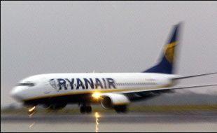 La compagnie aérienne irlandaise à bas prix Ryanair est accusée de manquer aux règles de sécurité, d'épuiser ses équipages et de mal nettoyer ses avions, dans un documentaire télévisé diffusé lundi soir sur la chaîne de télévision Channel 4.