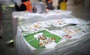 """Des exemplaires du """"numéro des survivants"""" de Charlie Hebdo, le 13 janvier 2015"""