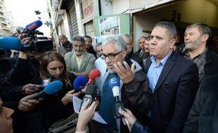 l'imam Amar Messikh (c), porte-parole des moquées de Marseille, s'adresse à des journalistes, le 15 novembre 2015 à Marseille
