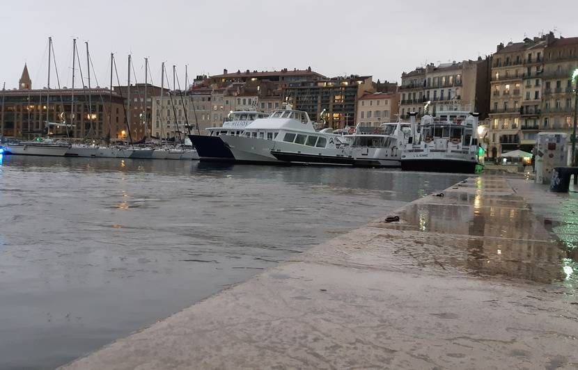 VIDEO. Inondations à Marseille : Le Vieux-Port a (brièvement) débordé, plusieurs rues ont été inondées