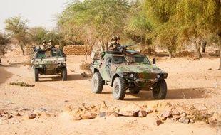 Les militaires patrouillent dans les zones désertiques du nord Mali.