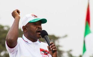 Le président du Burundi Pierre Nkurunziza s'adresse à la foule lors de la campagne présidentielle à Bujumbura le 26 juin 2015