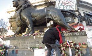 La Place de la République, un mois après les attentats.