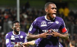 Le défenseur central et capitaine du TFC Issa Diop après son but à Angers, le 21 octobre 2017.