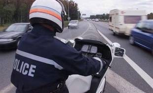 Un motard de la police nationale.