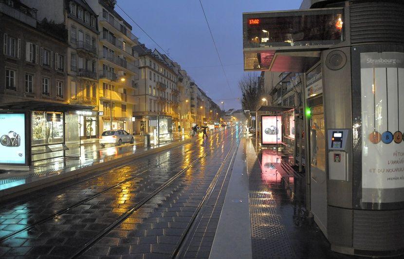 Strasbourg : Le bras d'une femme écrasé entre le quai et le tramway