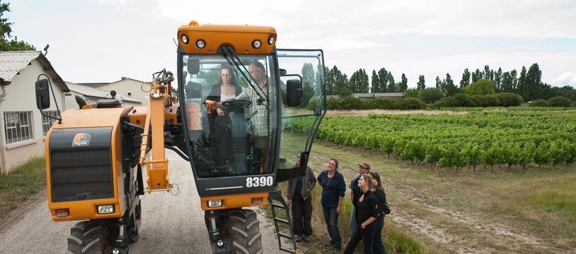 Blanquefort, 14 juin 2011. - Formation de tractoriste dispensee au Chateau Dillon du CFPA de Blanquefort a l'intention d'un public exclusivement feminin. - Photo : Sebastien Ortola