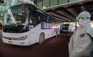 Lors de l'arrivée de l'équipe de l'OMS à l'aéroport de Wuhan.