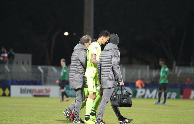 Touché aux côtés, José Fonte quitte le terrain après 70 minutes de jeu lors de la victoire de Lille à Sète en seizièmes de finale de la Coupe de France.