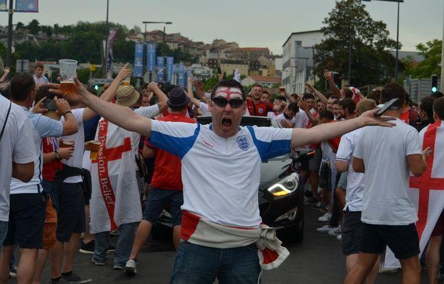 Les abords du stade Geoffroy-Guichard ont basculé dans une véritable folie british lundi.