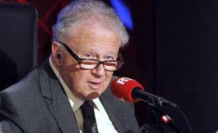 """Philippe Bouvard, 84 ans, quittera à la rentrée prochaine l'émission """"Les grosses têtes"""" qu'il anime depuis 40 ans sur RTL. Photographié le 29 mars 2010 dans les studios de RTL."""